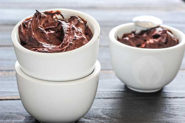 bowls of chocolate mousse